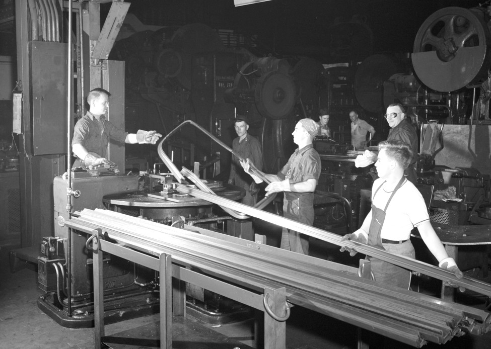 the exploitation of young factory workers in the 1930s Catalogs planes de estudios this article consists almost entirely of a plot summary it should be expanded to provide more balanced coverage that includes real-world.